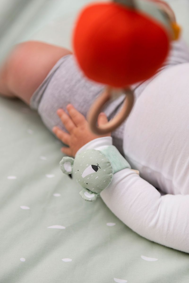 Trixie Baby Grzechotka na nadgarstek Mr. Polar Bear - Pan Talerzyk