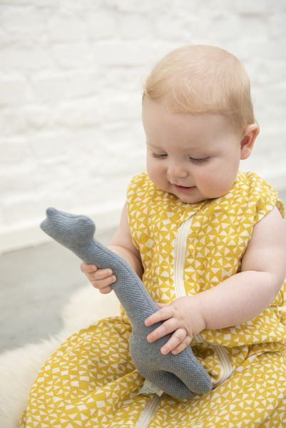 Trixie Baby Grzechotka żyrafa Grain Grey - Pan Talerzyk